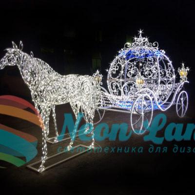 Композиция «Королевская карета и 2 королевских коня»